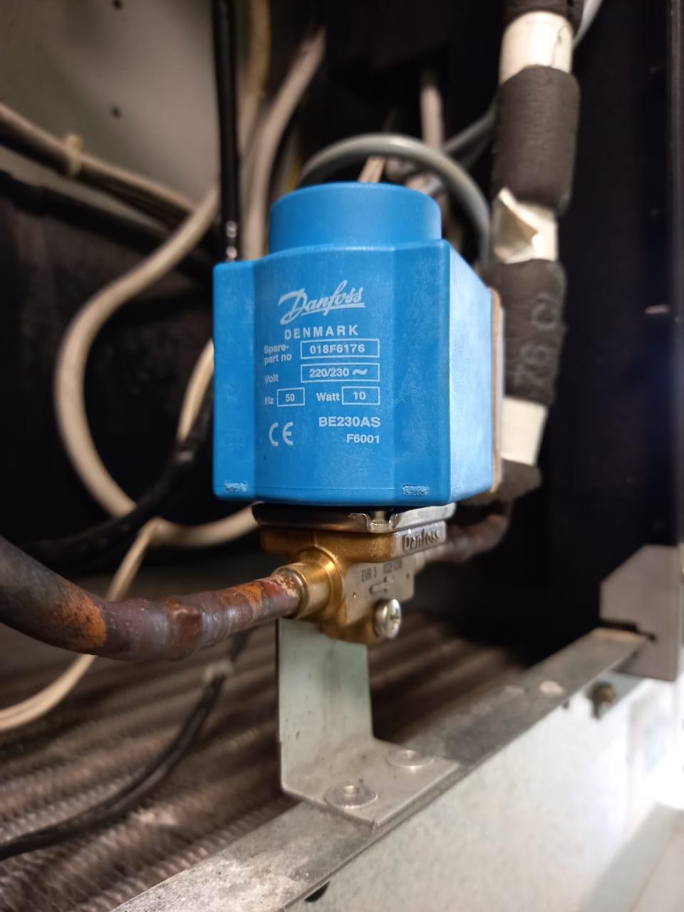 Замена деталей холодильных камер