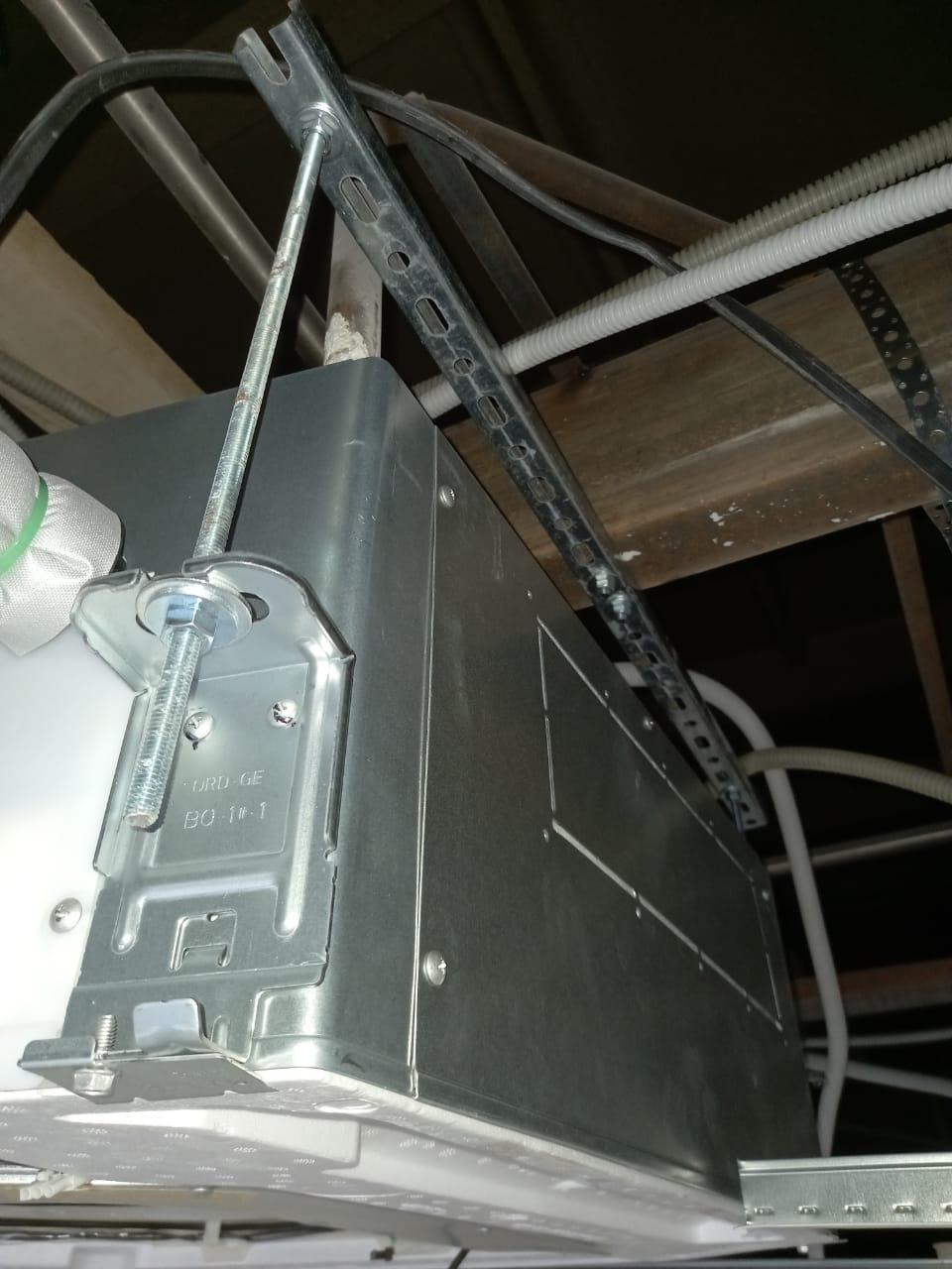 Монтаж внутреннего блока кассетного кондиционера