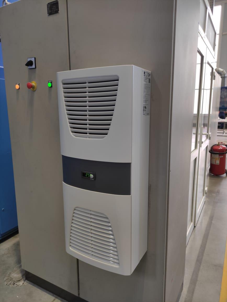 Монтаж оборудования для охлаждения шкафов